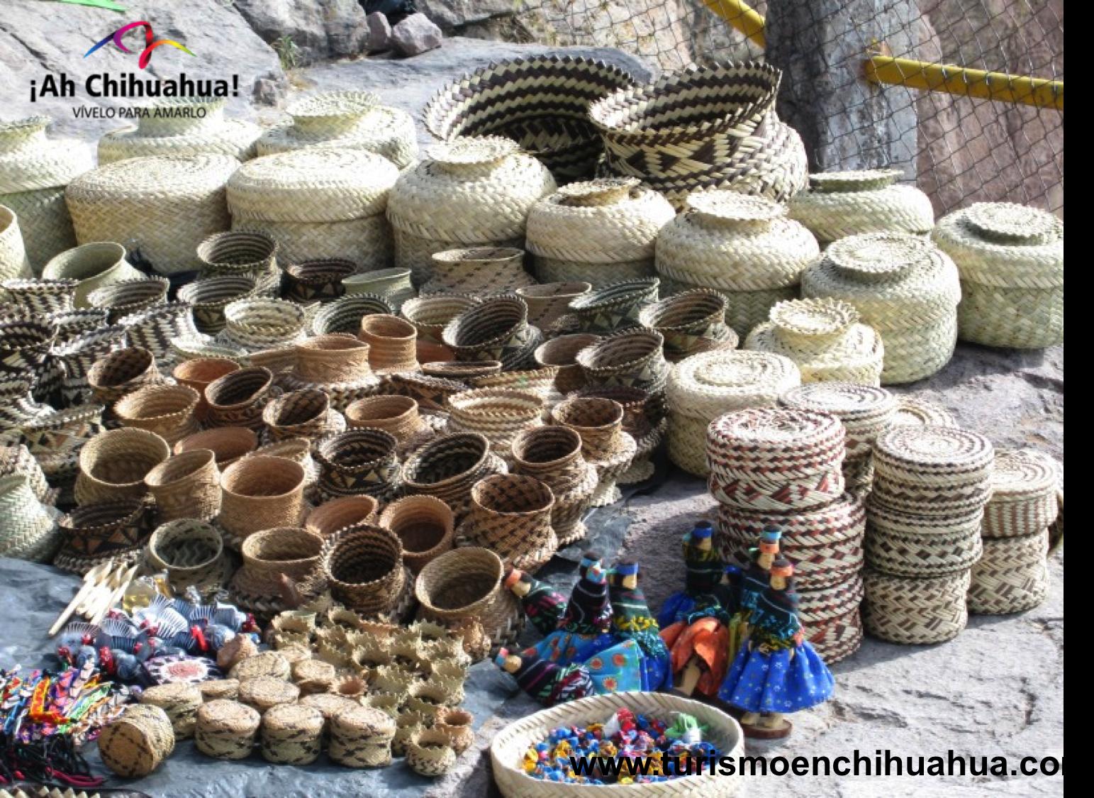 Dentro de la amplia gama de artesanía en el Estado de Chihuahua, los Rarámuris se caracterizan por conservar sus tradiciones ancestrales, tal es el caso de los típicos wares una canasta tejida con palmillas para múltiples usos. Sin embargo, recientemente han incursionado en la elaboración de piezas y productos decorativos a base de la talla de madera de la región de la Sierra Tarahumara. Podrás conocer estas estupendas artesanías al visitar el Museo o Casa de las Artesanías, en Creel…