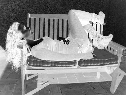 Una bella durmiente mas...  Cuantos buscamos a esa persona k nos despierte...  Jud*** tiduj_oh_s