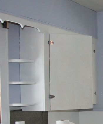 7 Steps To Repainting Your Kitchen Cabinets - Copyright 2010 - Designing Online, Inc. - repainting, kitchen cabinets, cabinets, kitchen remodel, kitchen remodeling, kitchen design, remodel, decor, cabinetry, cabinetry, cabinet cupboards