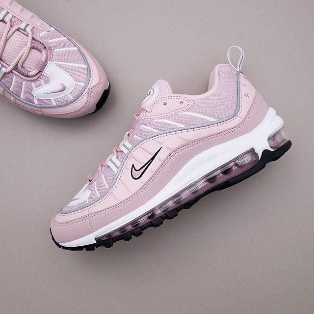 5032c63c10ad Nike Wmns Air Max 98 - AH6799-600 •• Är det här årets bästa ...