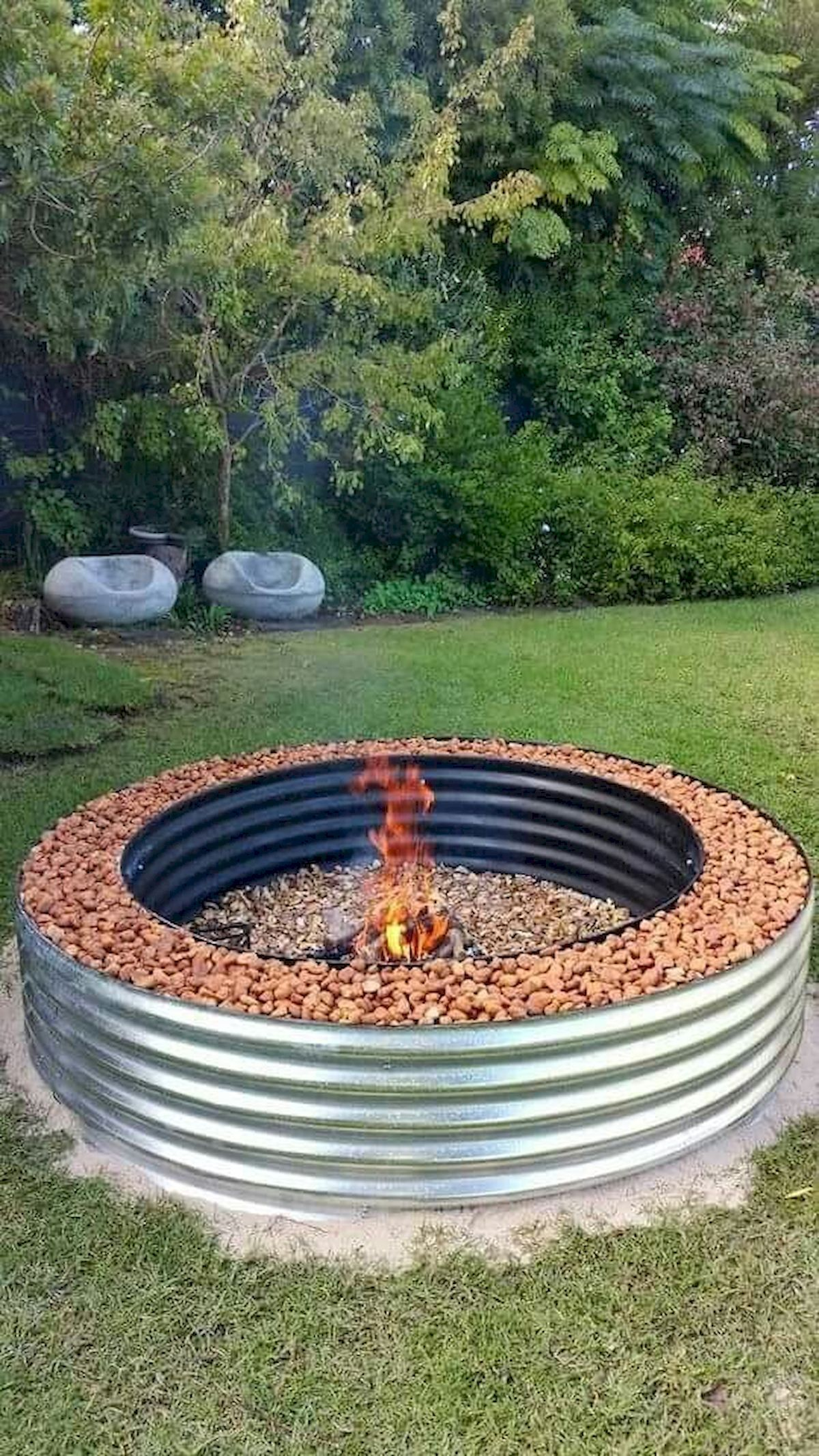 35 Great Fire Pit Designs for Your Gardens and Patios #diyfirepit