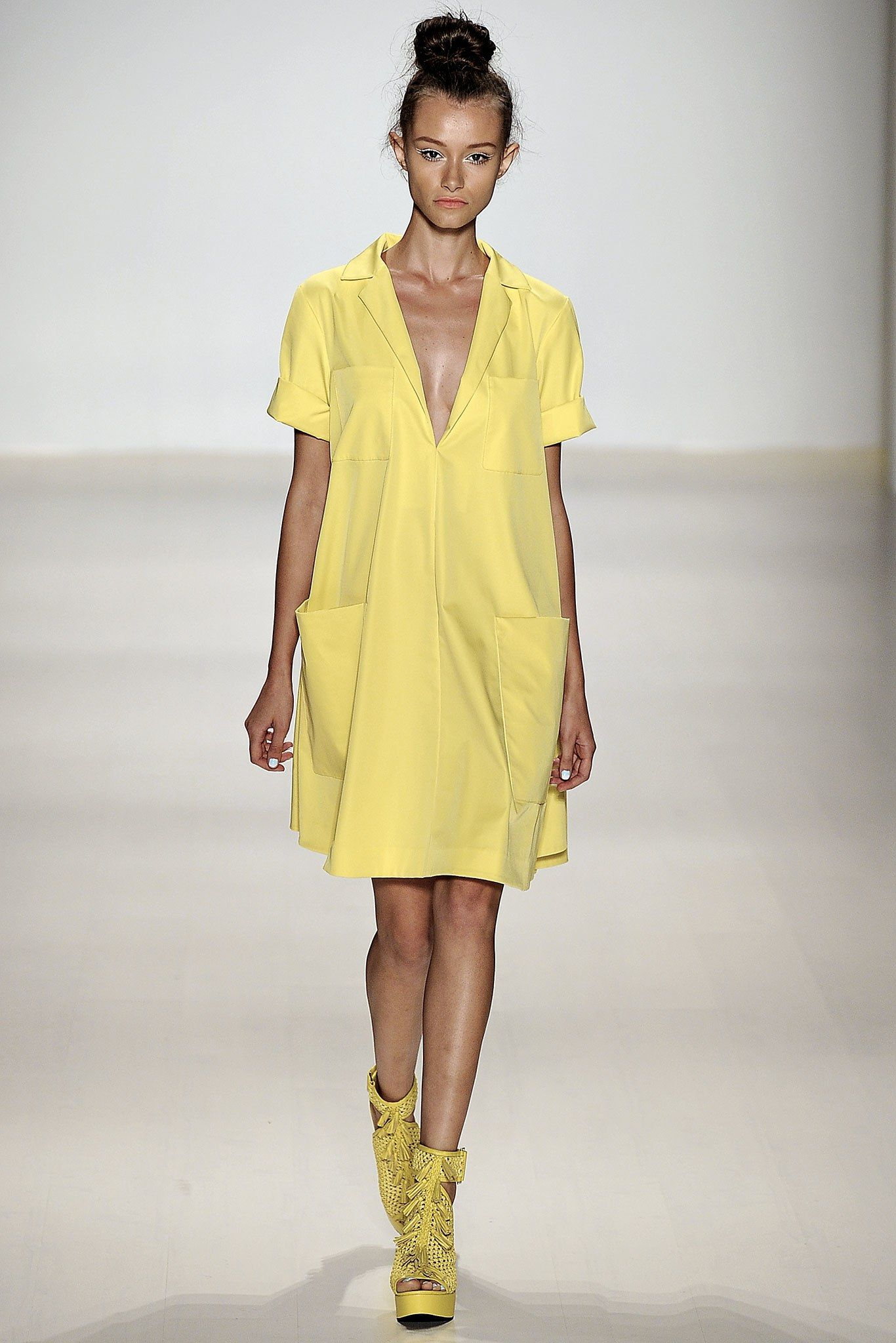Nanette Lepore Spring 2015 Ready-to-Wear Fashion Show #asymmetrischerschnitt