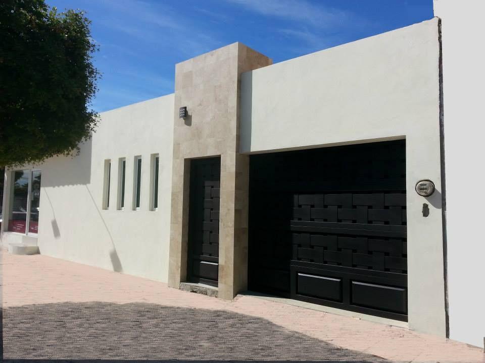 Los mochis fachadas casa for Casa minimalista 80 metros