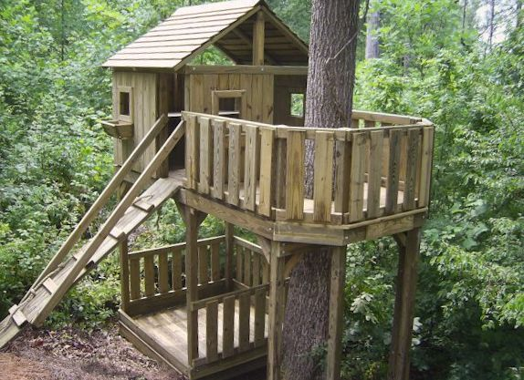 17 best ideas about kid tree houses on pinterest diy for Cool backyard tree houses