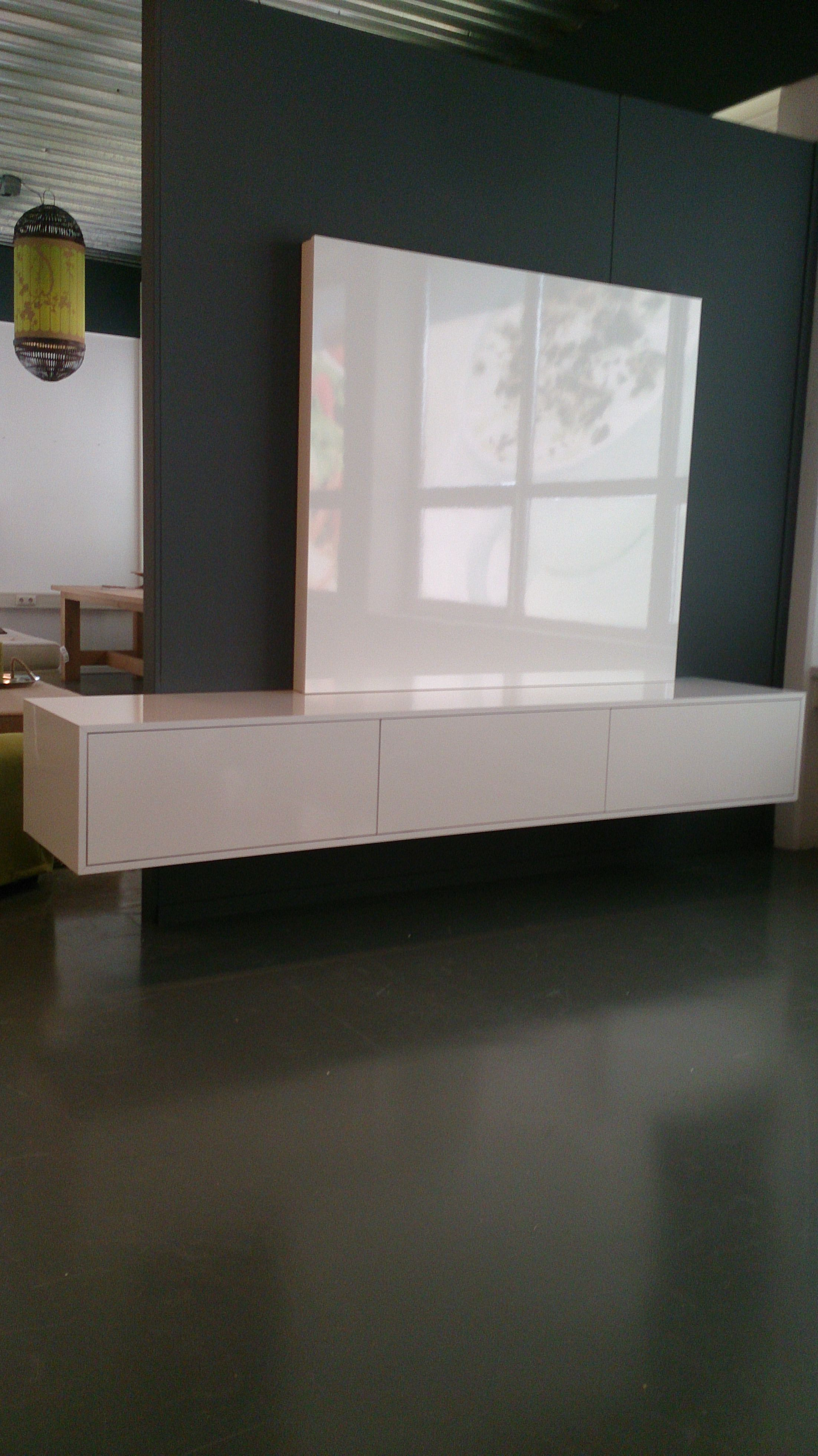 Verbazingwekkend Tv meubel met flatscreen achterwand, hoogglans wit. (met AH-91