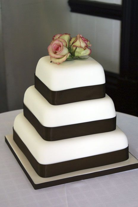 Ivory Three Tier Wedding Cake With Fresh Flowers Fancy Cakes