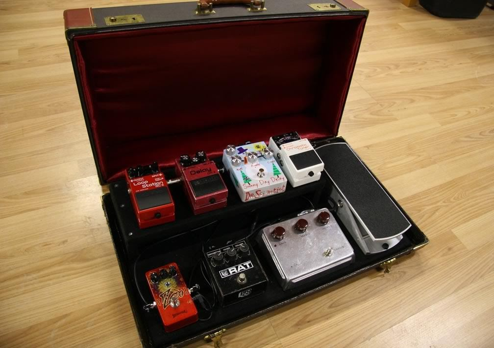 pedalboard suitcase build lots of pictures harmony central pedalboards pedalboard. Black Bedroom Furniture Sets. Home Design Ideas