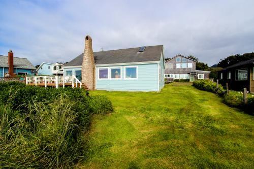 Swell Blue Heaven Vacasa Vacation Rentals Oregon Beach House Home Interior And Landscaping Transignezvosmurscom