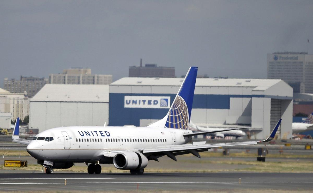 A Doctor Has Admitted Groping A 16 Year Old Girl On A Flight From Seattle To New Jersey Earlier This Year United Airlines The Unit Airline Flights