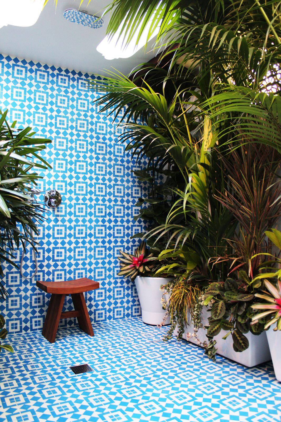 Dimension Salle De Bain Publique ~ what a shower id es sdb pinterest carreaux bleus plantes