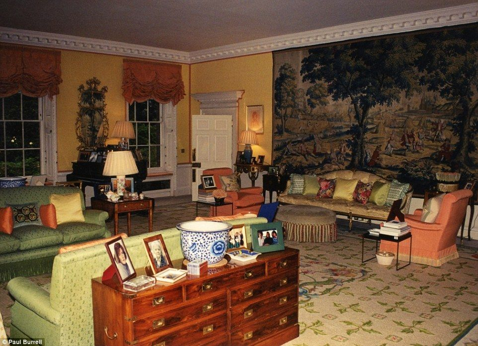 Inside Diana\'s Kensington Palace apartment   Large tapestries, Grand ...