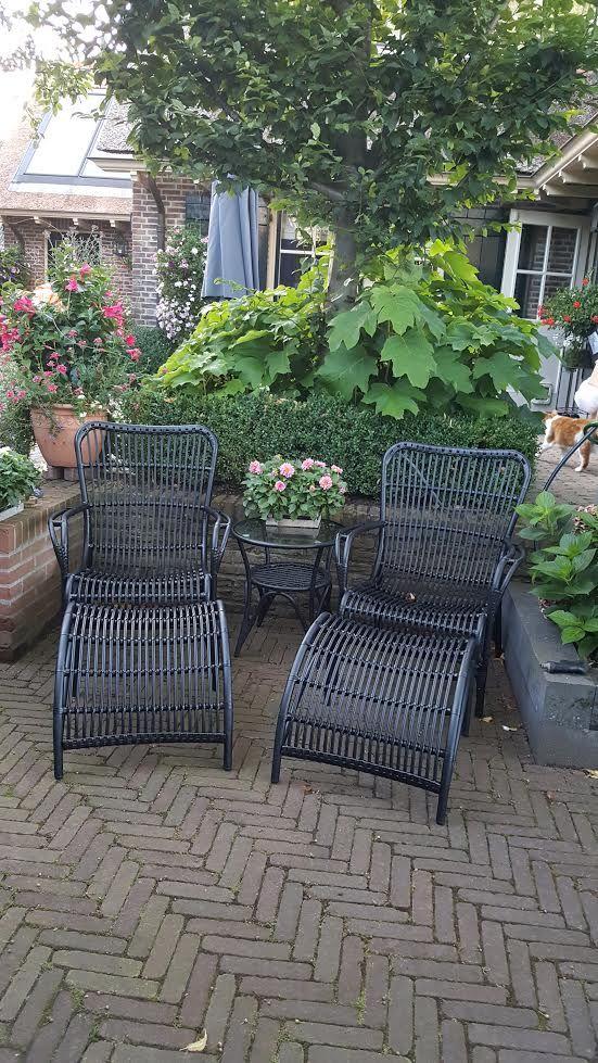 Loungesessel aus Polyrattan mit Fußbank in der Farbe Schwarz ...