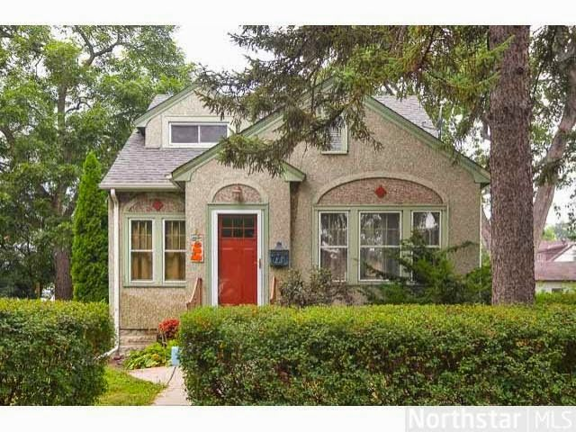 Small Stucco House Small House Inspiration Red Door House House