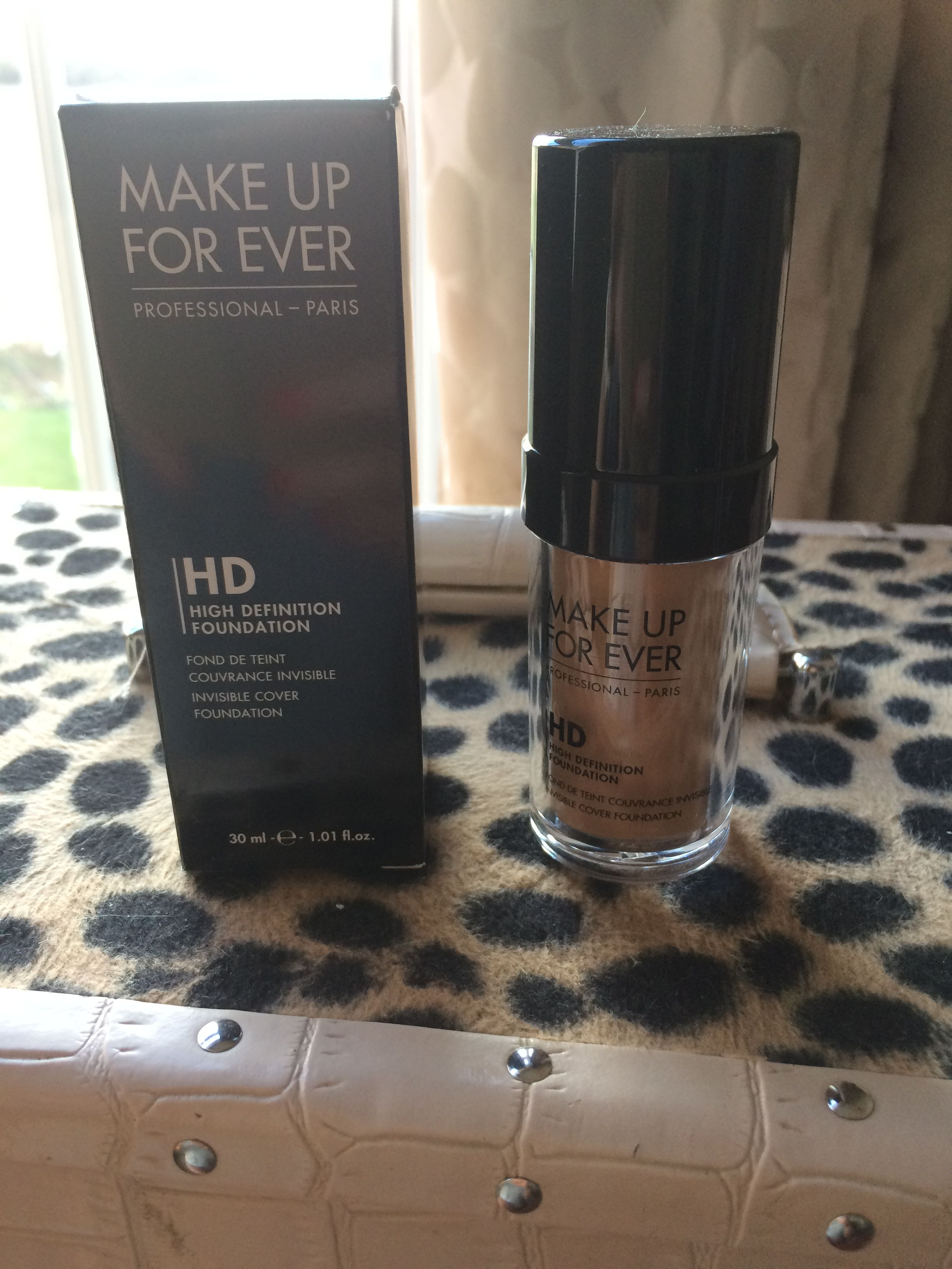 Makeup forever HD foundation shade 123. Best foundation I