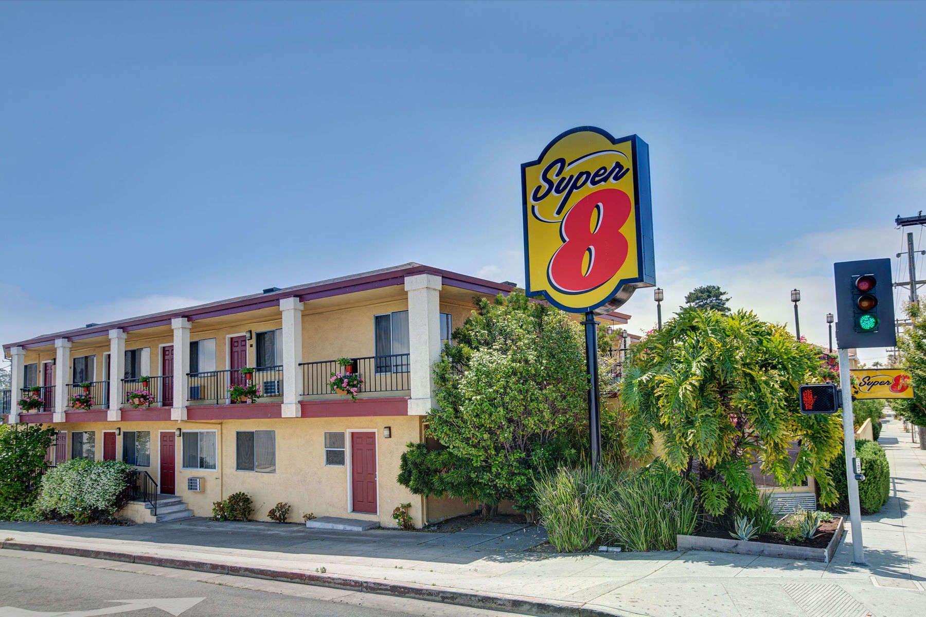 Exterior Of Super 8 Santa Cruz Beach Boardwalk East Hotel In California