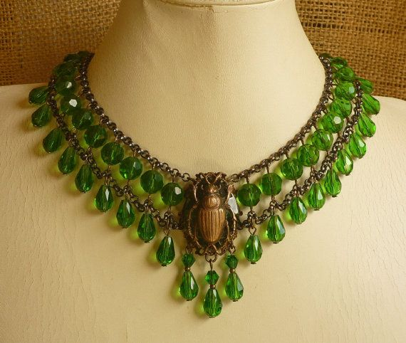 Style égyptien scarabée Choker Kelly vert verre et par ambientzebra