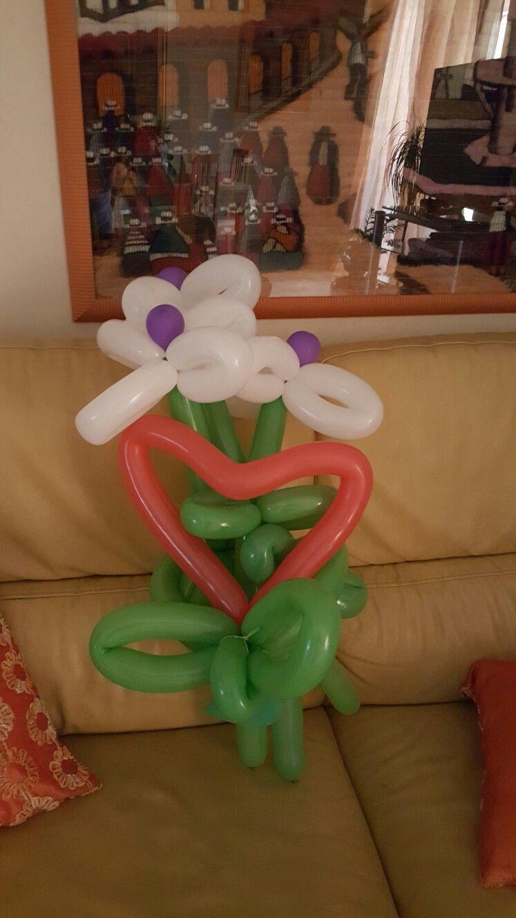 Mazzo di fiori con palloncini