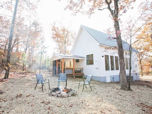 Book A Stay At The Holder Hill Honeymoon Cabin In Broken Bow, Oklahoma, And