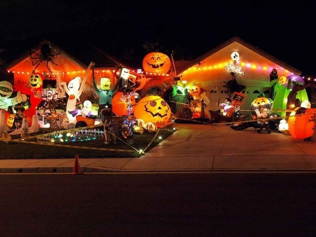 20 Halloween Houses That Totally Nailed It Halloween house - Halloween House Decorating Ideas Outside