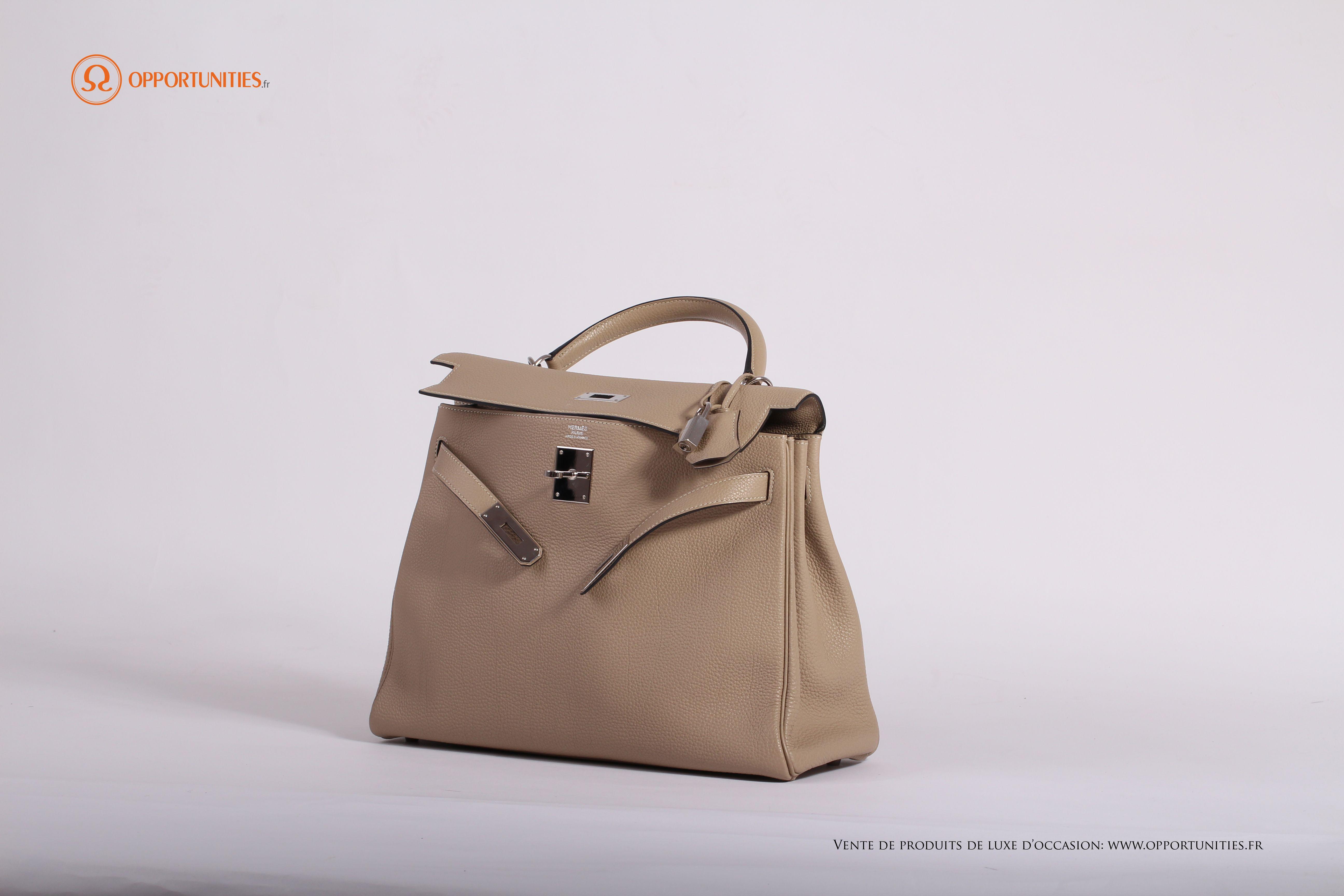 En vente sur le site de produits de luxe d occasion www.opportunities.fr  Livré avec son certificat d authenticité 274eac1f0eb