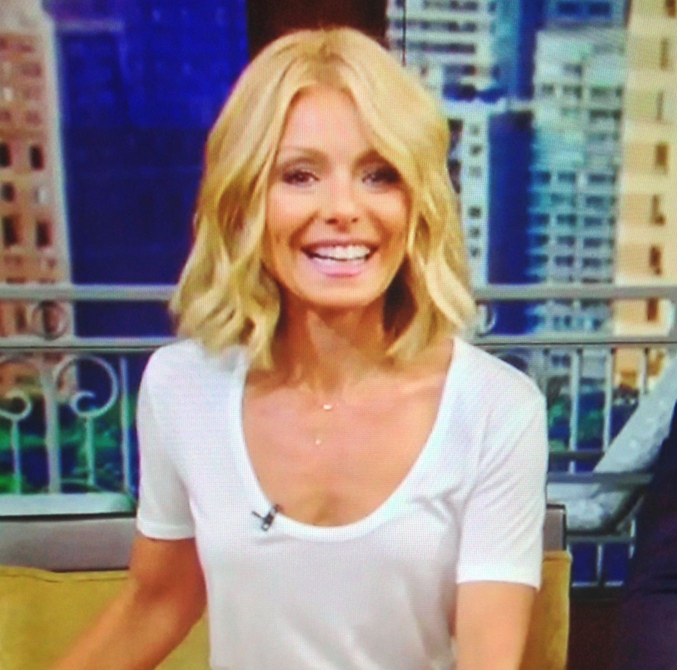kelly ripa hair. i like this, but i would want it a bit longer