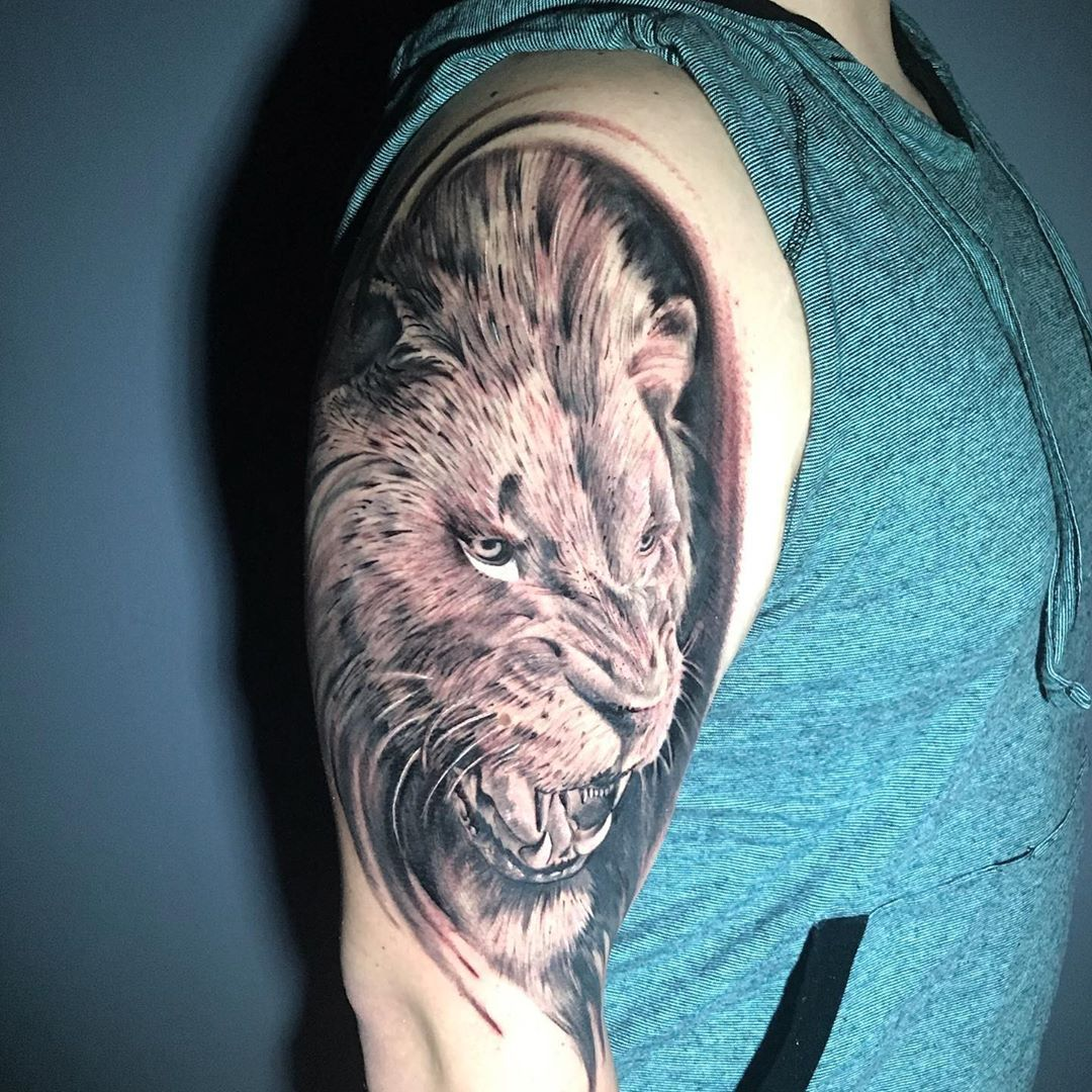 A los tiempos que hago uno de estos; Gracias a esos clientes que siguen confiando en estas viejas manos jeje 😉  Tatuaje realizado por @davidizurietajurado en @whitecat_tattoo_room #quitotattoo #tattooquito #tattooecuador #ecuadortattoo #quitotatuajes #tatuajesquito #tatuajesecuador #ecuadortatuajes #besttattoos #tattooshopquito #mejorestatuajesecuador #besttattoosquito #tatuajesenquito #tattooist #mejorestatuajesquito #tattoooftheday #tattooart #tattoolife #tattoo #tattoos #tattooed #ink #tatto