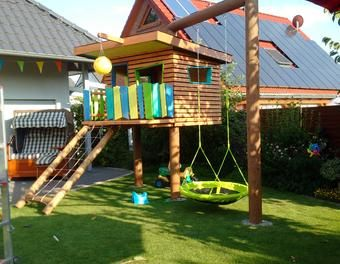 kinderspielhaus im garten schaukel holzhaus spielhaus backyard oasis. Black Bedroom Furniture Sets. Home Design Ideas