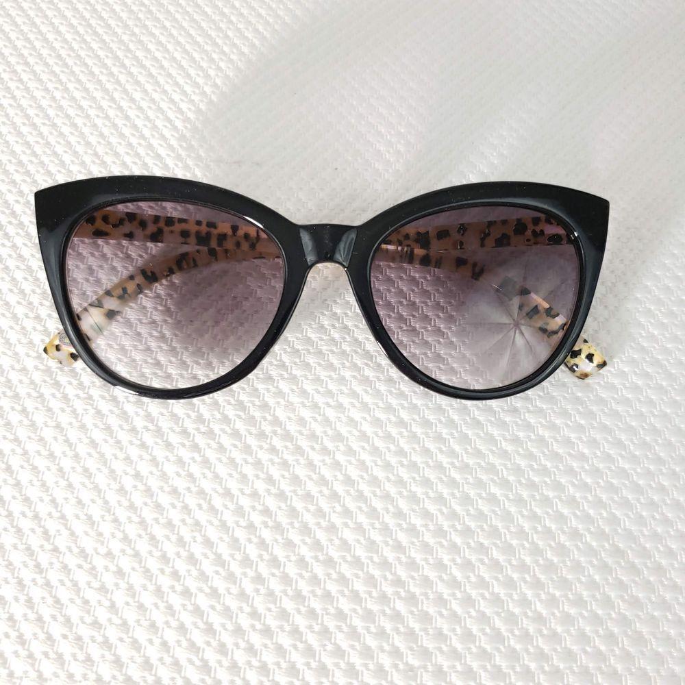 Betsey Johnson +2.50 Cat Eye Reading Glasses Sunglasses
