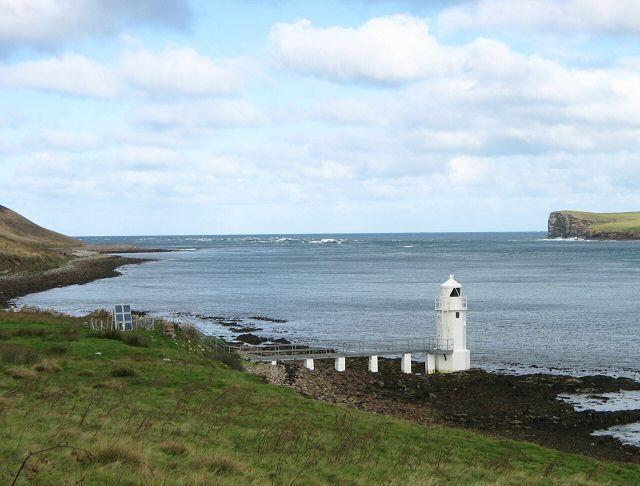 Lighthouse on Calf Sound, Eday by Rob Burke, via Geograph