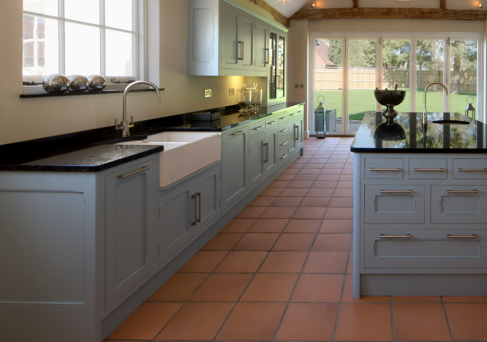 'Saltillo Terracotta' kitchen tiles add beautiful earthy tones and create a gorgeous country kitchen look.