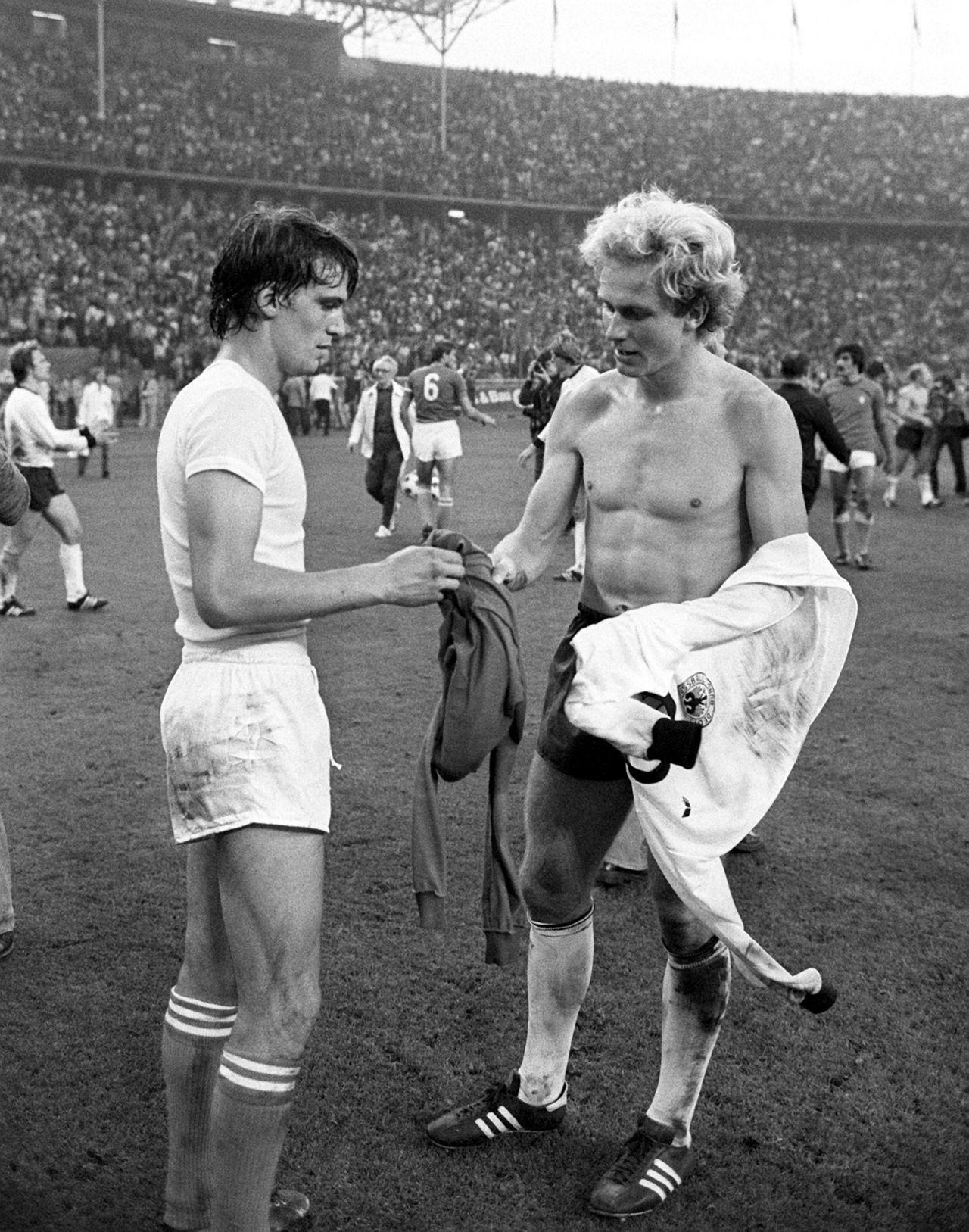 Karl Heinz Rummenigge and Marco Tardelli exchange shirts 1977