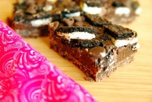 Oreo chocolate chunk bars... butter, condensed milk, oreo, chocochips, vanilla, sugar and flour!!!