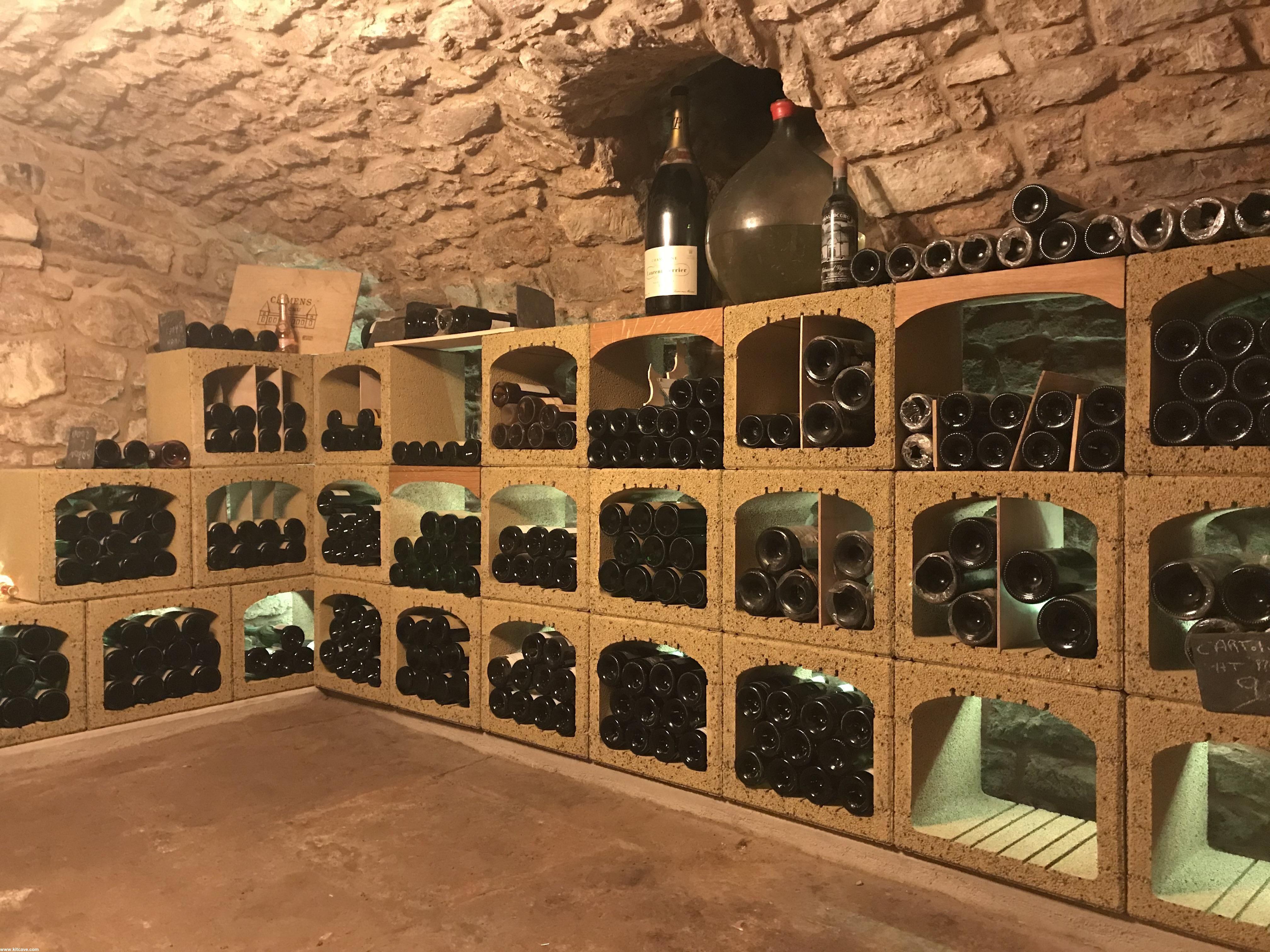 Jolie Cave A Vin Voutee En Pierre Equipee De Casiers A Vin Vinobloc En 2020 Cave A Vin Casier Vin Casier A Bouteille
