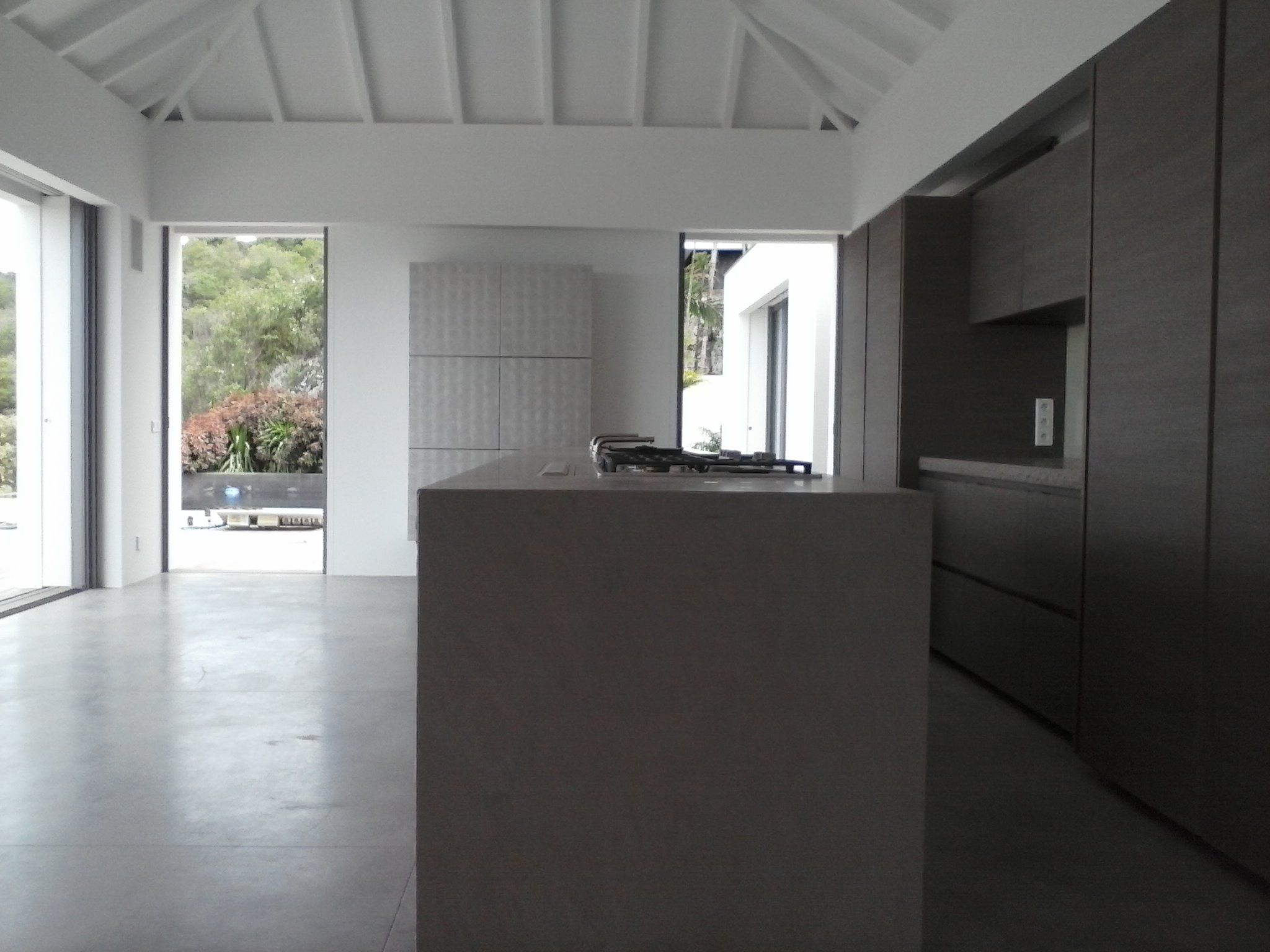 Minotti Cucine White Lacquered Gandhara kitchen with White ...