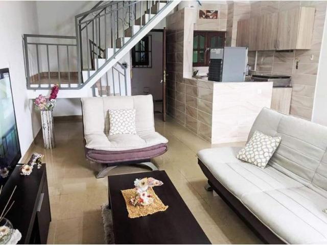 2 Pieces Plaisir Aux Couples Et Voyageurs A Destination Abidjan En 2020 Appartement Meuble Mobilier De Salon Voyageur