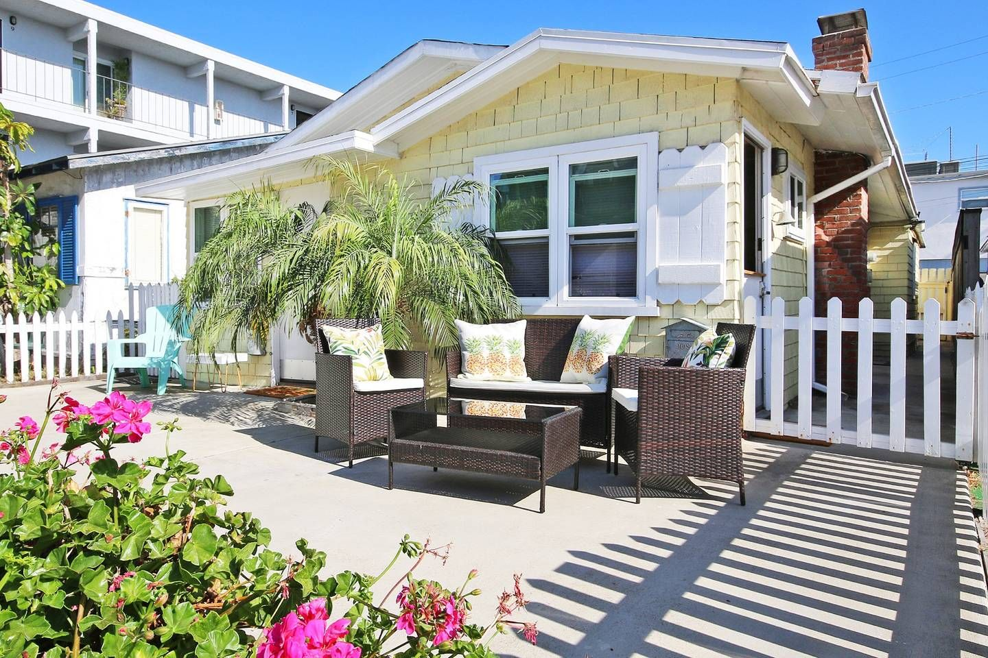 Tiny Houses For Rent In San Diego Airbnb Mission Beach Beach Houses For Rent California Beach House Beach Cottage Decor