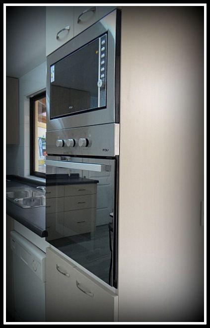 Mueble torre con horno microonda y horno tradicional for Mueble cocina microondas