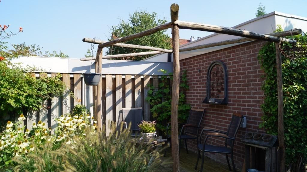 Pergola van kastanjehout tuin: ontwerp bestrating pinterest
