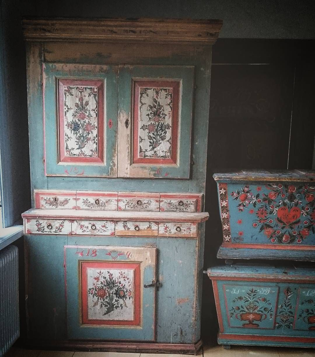 Antique Swedish Bed Cabinet And Dower Chests Folkkonst Ideer Mobler