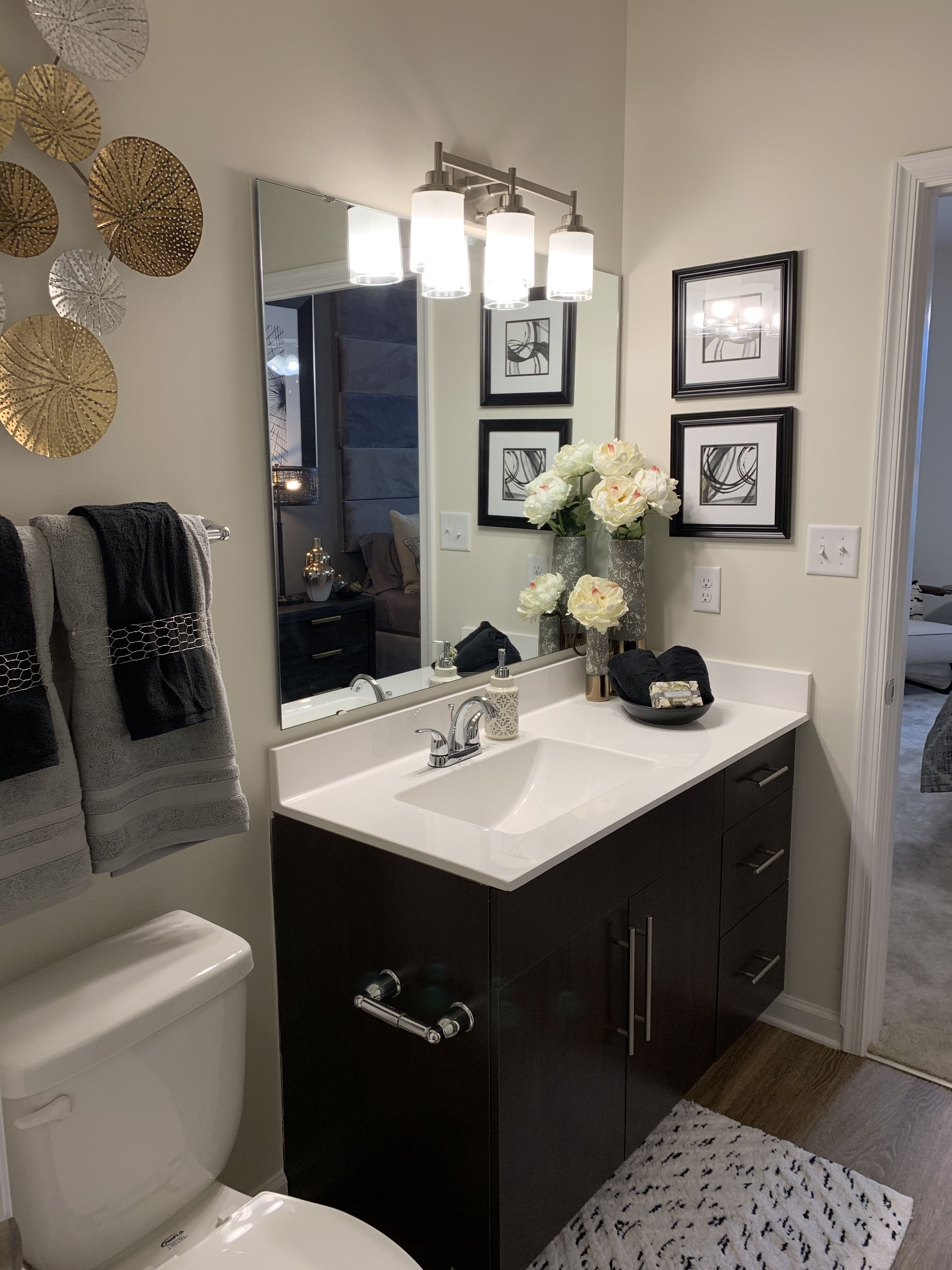 Clairmont At Harbour View Station Suffolk Va Our 1 2 3 Bedroom Apartments Feature Open Floor Plans Large Wal Spa Inspired Bathroom Apartment Garden Tub