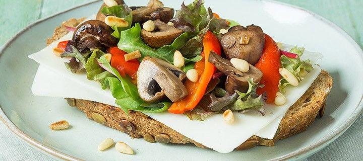 Lunchtip: toast met geitenkaas en knoflook champignons ...