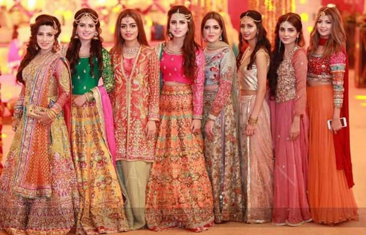 Lehenga For Mehndi Ceremony : Pin by princess sona on formal dresses pakistani