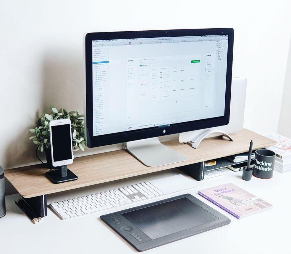 Deskdsign Un Bureau Agreable C Est Important Pour Travailler Avec Productivite Sur Le Web Affil Idee Deco Bureau Decor De Bureau A Domicile Maison Minimaliste