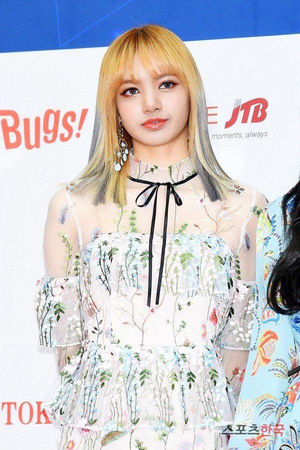 2e42d0b55d PRESS  170222 Lisa   6th Gaon Chart Music Awards Red Carpet ...