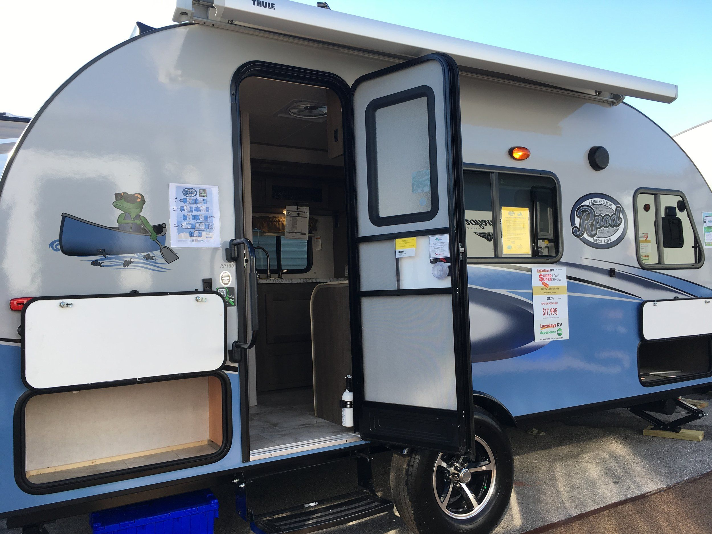 The Pros Cons Of Travel Trailers Vs Fifth Wheels Roaming Remodelers Small Travel Trailers Recreational Vehicles Travel Trailer