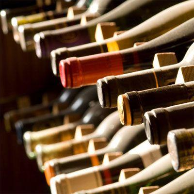 """selezione di Vini Pugliesi ed in particolare del """"Primitivo di Manduria"""", a cura del Sommelier Franco Moscogiuri, per godersi un ottimo vino anche quando le enoteche sono chiuse"""
