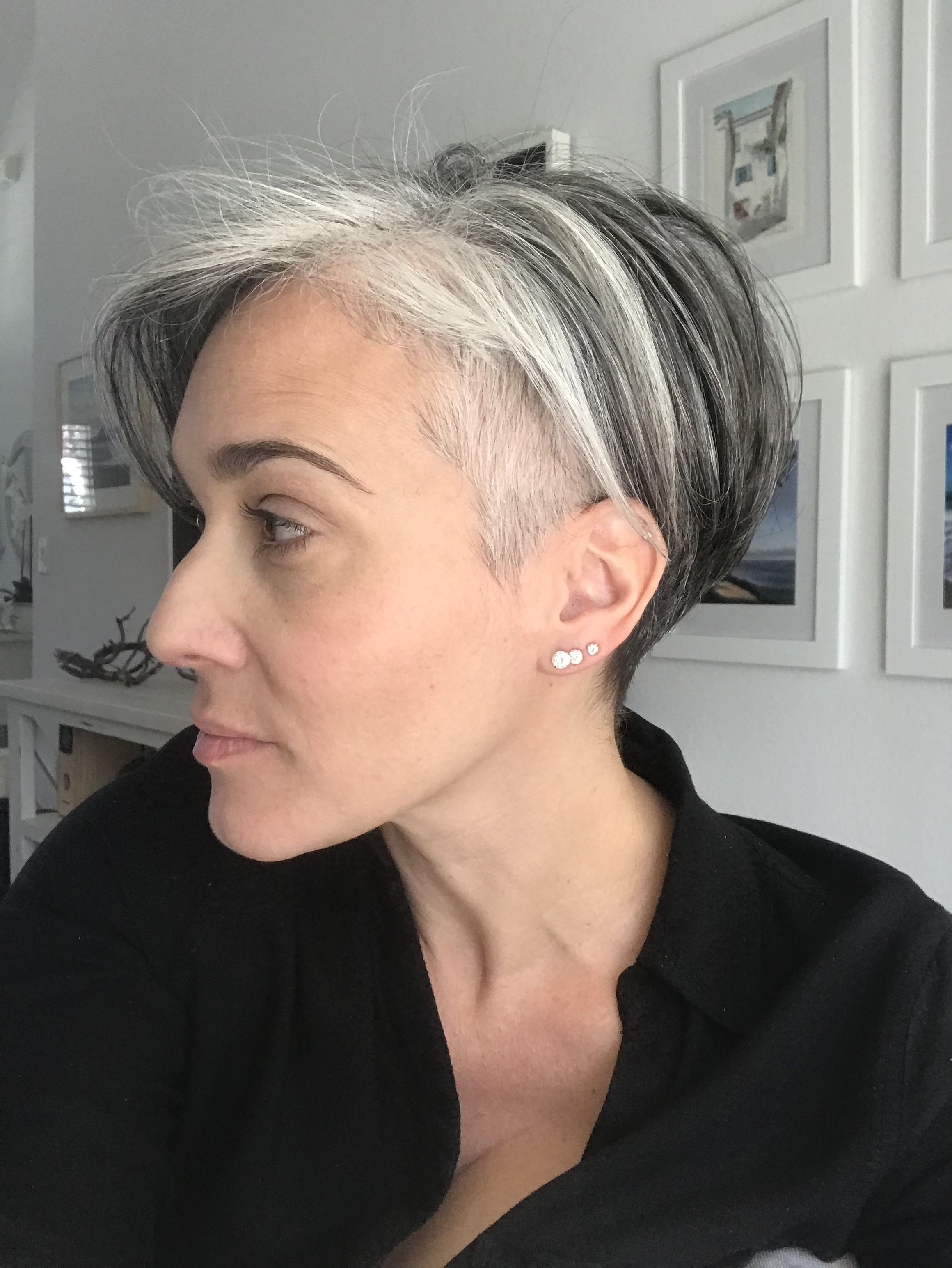 Pin By Sue Parsons On Minha Transicao Para Os Cabelos Brancos Rubia Rubita Short Hair Styles Gray Hair Growing Out White Hair Beauty