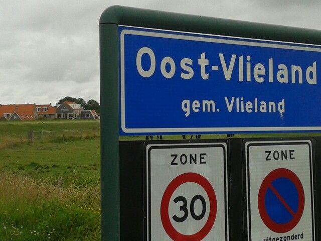 Oost-Vlieland, enig dorp. Met Hotelletje Veerman op de achtergrond ;-)