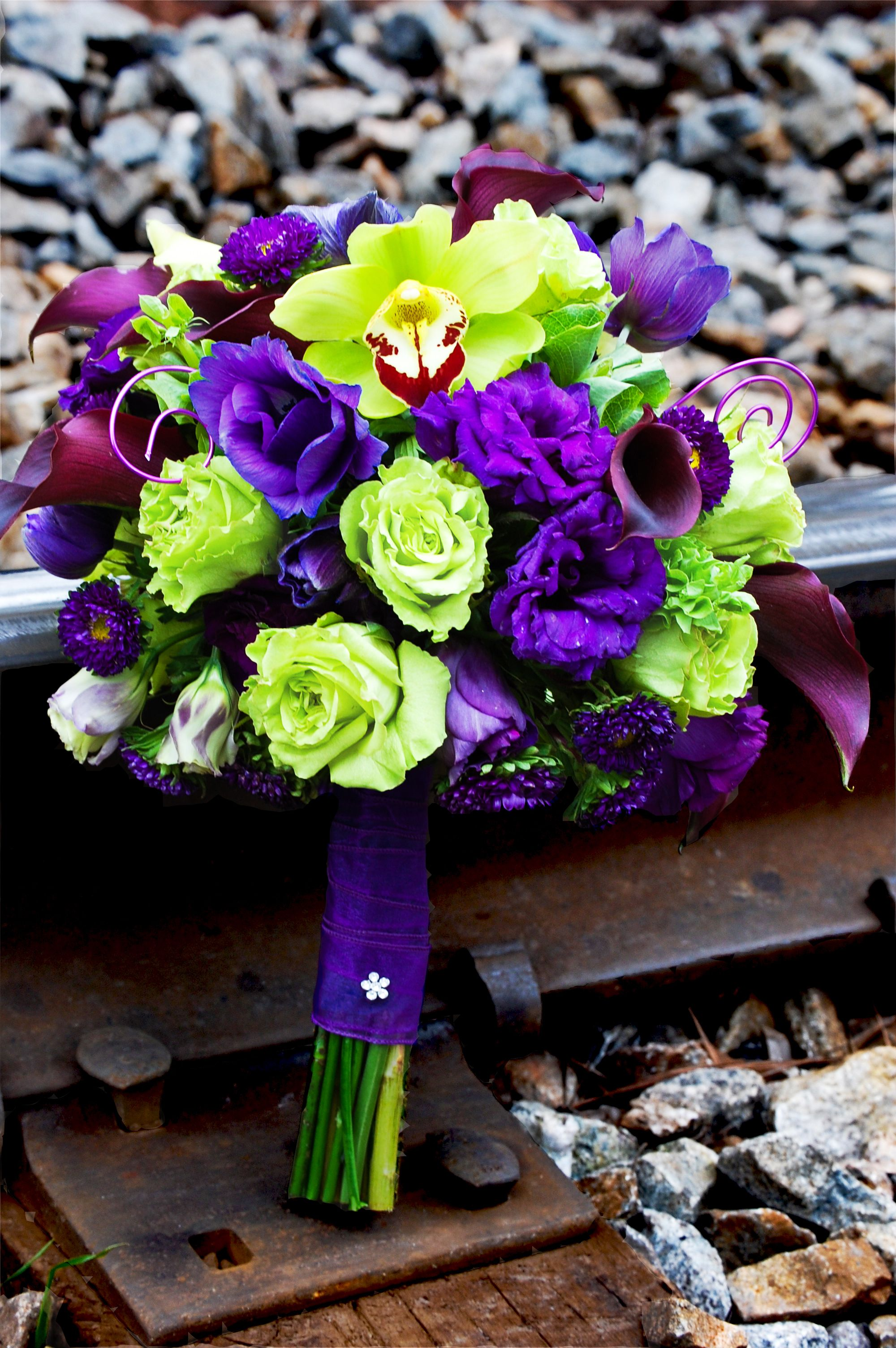 Purple Lissy And Green Roses Cymb Orchids Purple And Green Wedding Purple Bridal Bouquet Bridal Bouquet