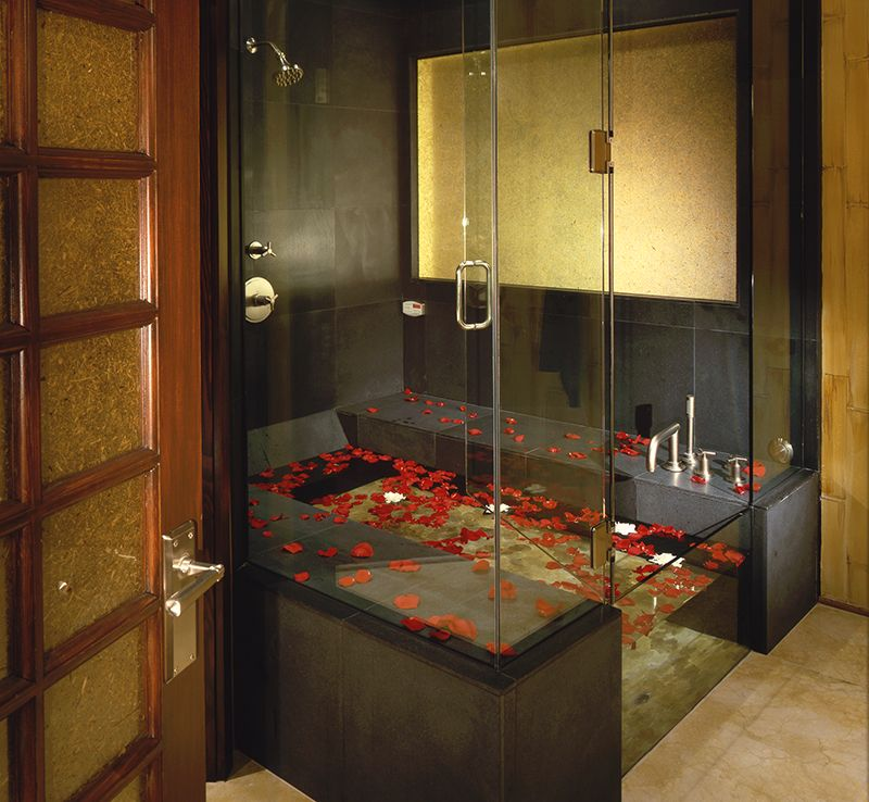 Low-flow faucets in a luxury tub for the eco-friendly home   Home ...